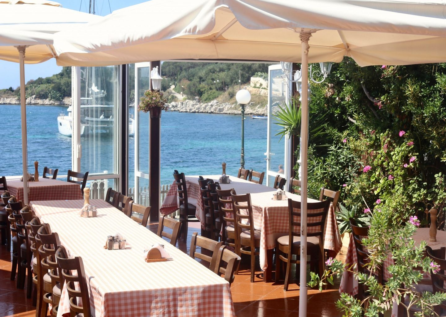 Janis restaurant Kassiopi | Corfu travel guide